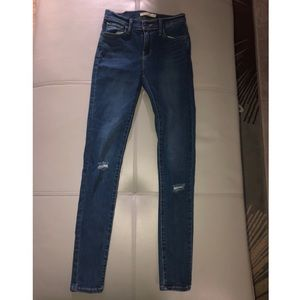 Levis super skinny jeans in great condition